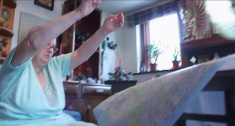 """איתן בן משה, סטיל מתוך \""""The Ozone Flutes\"""", וידאו, 2012."""