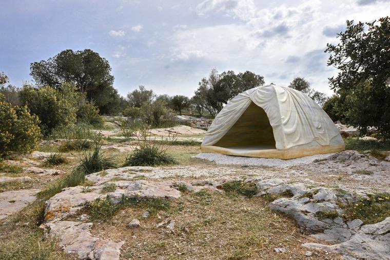 רבקה בלמור, מבפנים (Biinjiya'iing Onji) גבעת פילופפו, אתונה, דוקומנטה 14 צילום: פניס ולסטרס