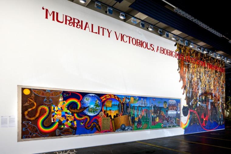 غوردون هوكي، MURRILAND!, 2017 ، زيت على قماش كتّان وجدارية، الغاليري الجديد Hauptpost كاسيل © غوردون هوكي / VG Bild-Kunst, بون 2017, دوكومنته 14، تصوير: ميخائيل ناست